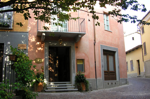 Castelbourg Hotel a Neive, nelle Langhe
